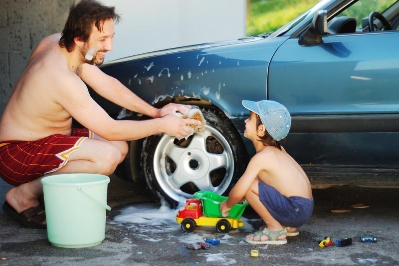 Pusei vairuotojų nerūpi automobilių priežiūros produktų instrukcijos