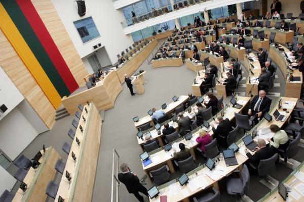 Vėlyvą antradienio vakarą Seimas priėmė 2012 metų biudžetą
