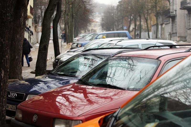 Penkis automobilius apdaužęs jonavietis į policiją atvyko pats