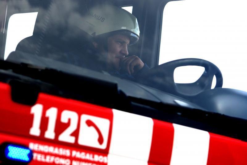 Vilniuje per gaisrą bendrabučio kambaryje dūmais apsinuodijo vyras