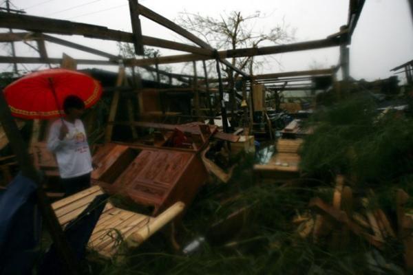 Filipinuose – galingas žemės drebėjimas, baiminamasi cunamio