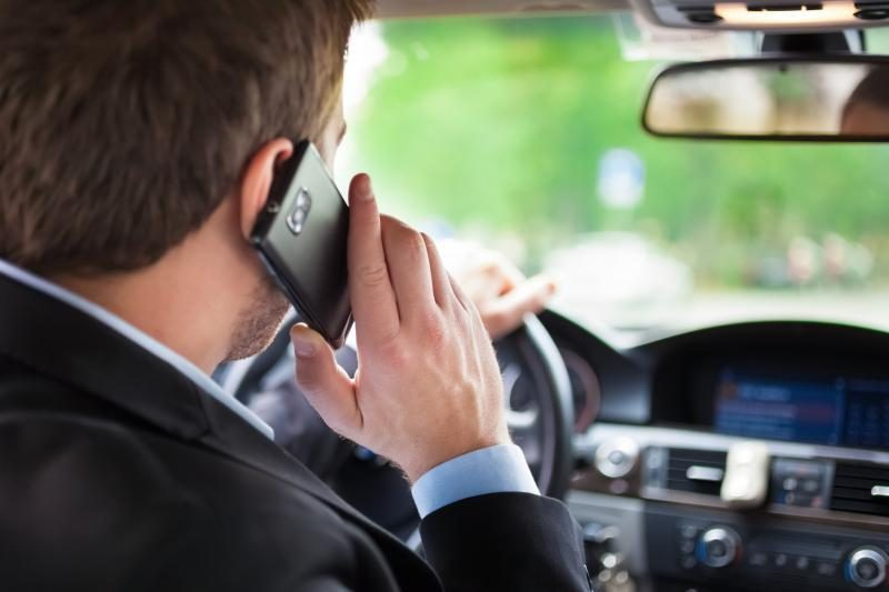 """Klaipėdos vairuotojai saugumą """"iškeičia"""" į mobiliuosius telefonus"""