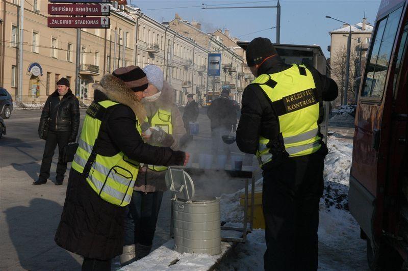 Vilniuje kontrolieriai arbata vaišins viešojo transporto keleivius