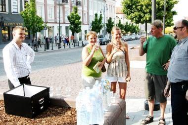 Vilniuje dėl karščių vėl dalinamas geriamasis vanduo