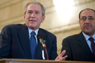 Irakietis žurnalistas sviedė batus į G.W.Bushą
