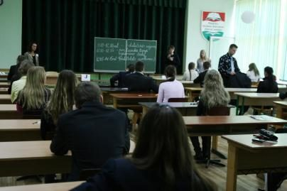 Beveik 3500 Klaipėdos abiturientų laiko lietuvių kalbos egzaminą