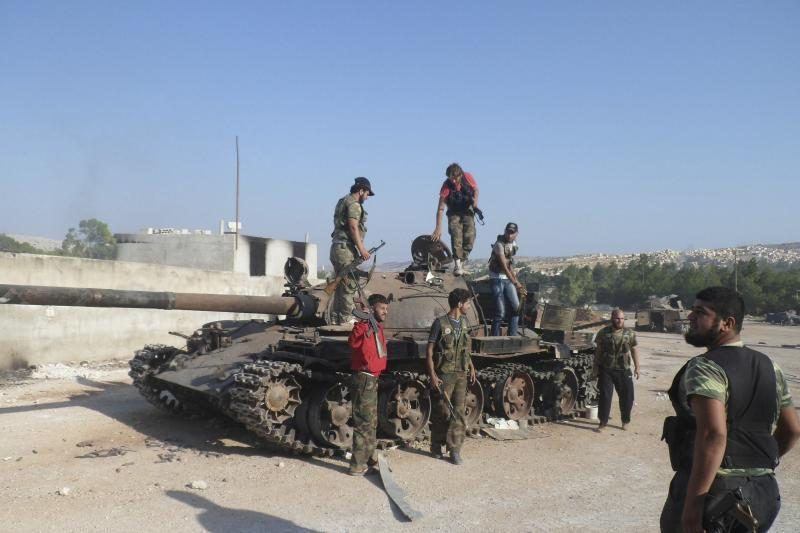Sirijos sukilėliai galimai vykdė egzekucijas vyriausybės kariams