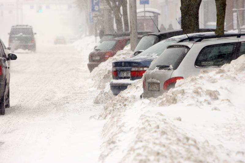 Viena didžiausių problemų žiemą – pastatyti automobilį