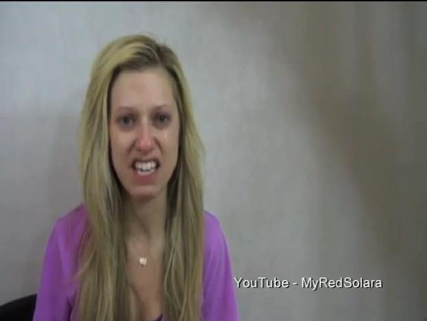 """Mergina """"Youtube"""" prisipažino, kad ją 9 metus prievartavo tėvas"""