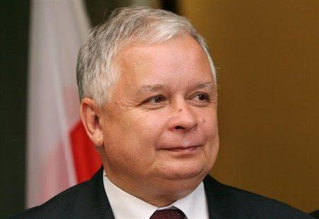 Varšuvoje atidengtas paminklas Lenkijos prezidento lėktuvo katastrofos aukoms atminti