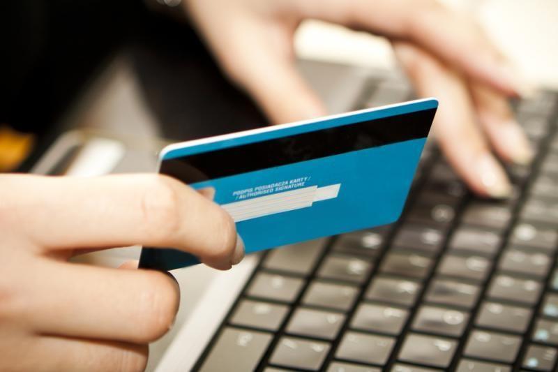 V. Vasiliauskas: bankai   turėtų   peržiūrėti įkainius