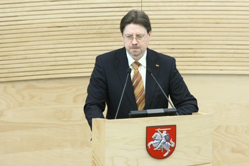 """Valdantieji: nėra jokių galutinių """"Snoro"""" komisijos išvadų"""