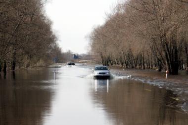Atnaujintas mašinų eismas kelyje į Rusnę