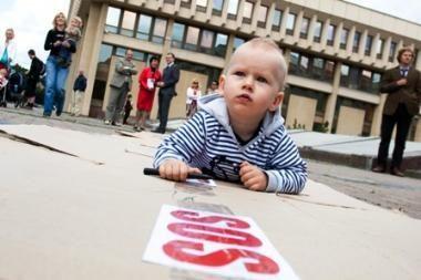Seimas neuždraudė mušti vaikų, ką šeima daro – tai jos reikalas