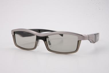 """""""LG"""" pristato dizainerio Alaino Mikli sukurtus trimačio vaizdo akinius"""