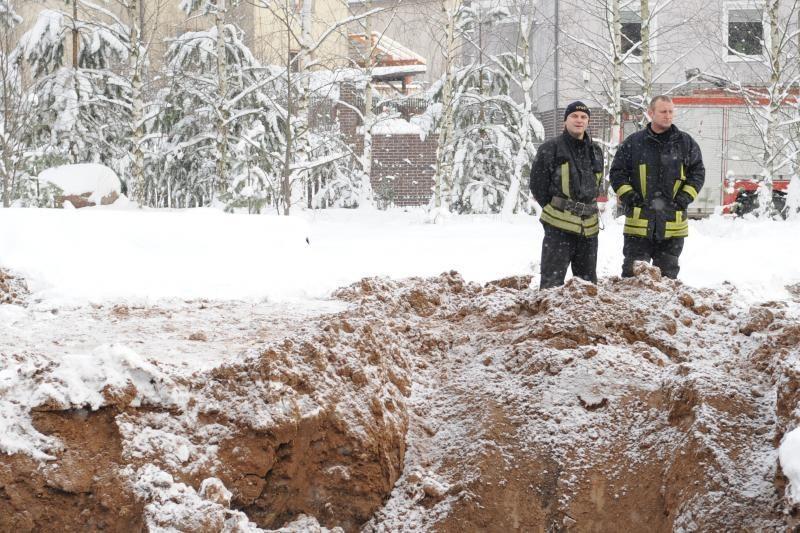 Vilniuje smėlio nuošliauža palaidojo ekskavatorininką (papildyta)