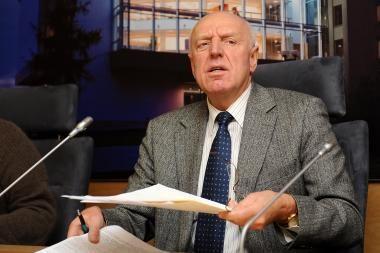 Prieš frakcijos valią balsavęs Seimo narys ginasi Konstitucija