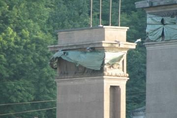 Skudurus nuo tilto žadama nuimti