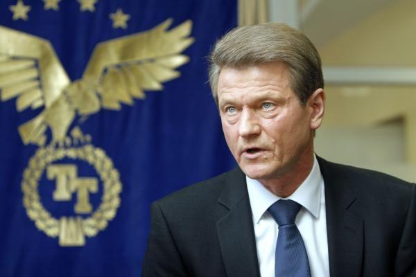 Svarstys galimybę atverti R.Paksui duris į Seimą