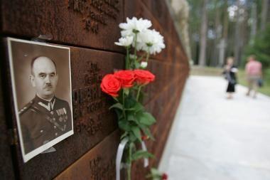 Rusija perdavė Lenkijai Katynės žudynių tyrimo protokolus