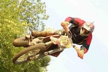 Motokrosininkas žuvo skrisdamas parasparniu