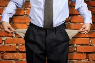 Premjero tarnyba: valdininkai gauna daugiau, nes yra labiau išsilavinę