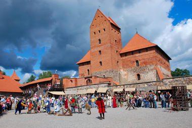 Trakų salos pilyje atgims viduramžių amatai