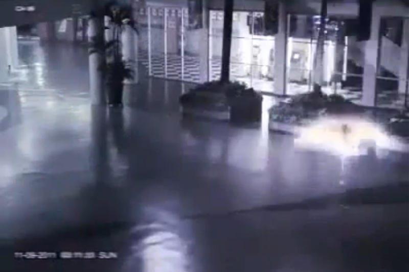 Saugumo kameros Indonezijos prekybos centre nufilmavo angelą?