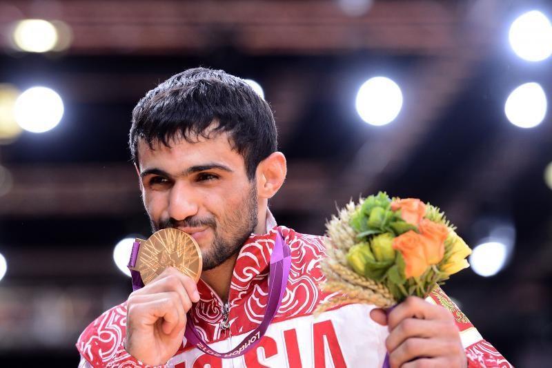 Brazilė ir rusas iškovojo pirmuosius olimpinius dziudo aukso medalius
