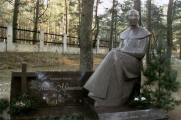 Prisimenamas kunigas ir poetas R. Mikutavičius
