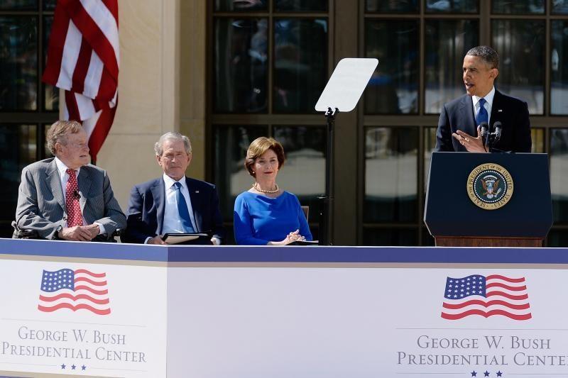 """B. Obama ir buvę šalies vadovai gyrė """"ryžtingą"""" G. W. Bushą"""