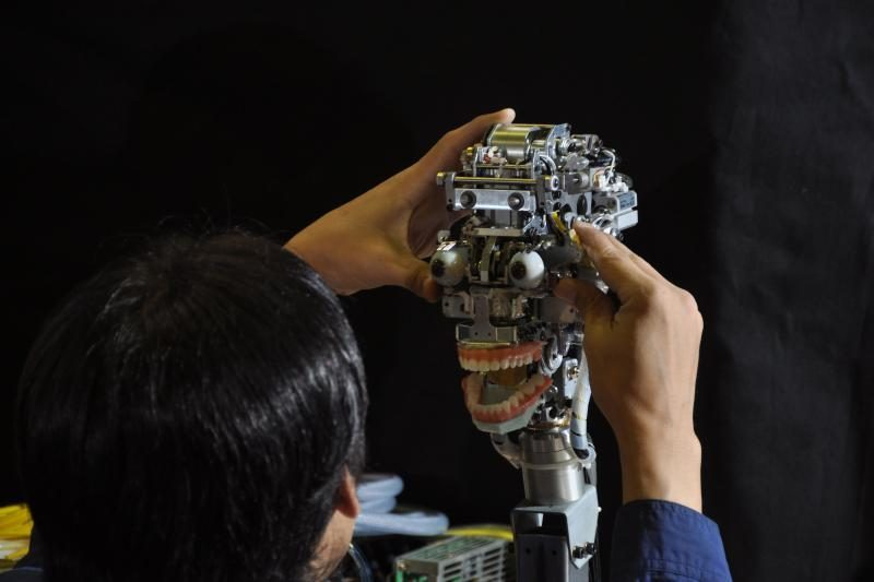 Mokslininkai sukonstravo su ugnimi kovojantį robotą
