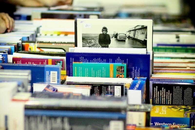 Knygų mugė: lankytojai graibsto skaitytas knygas