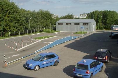 Inspektoriai tikrino vairavimo mokyklas