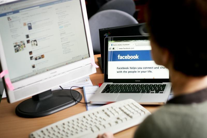 """Kuo daugiau draugų """"Facebook"""", tuo daugiau streso"""