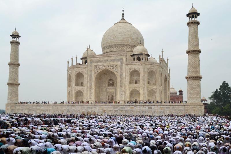 Dubajus ketina pasistatyti keturis kartus didesnę Tadž Mahalo kopiją