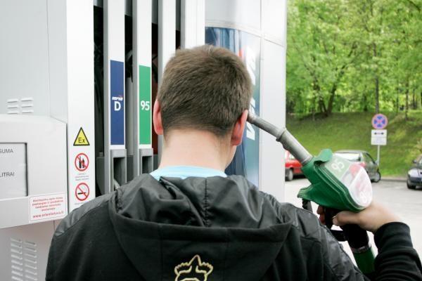 Rekordiškas degalų kainų augimas: čia kalčiausia baimė