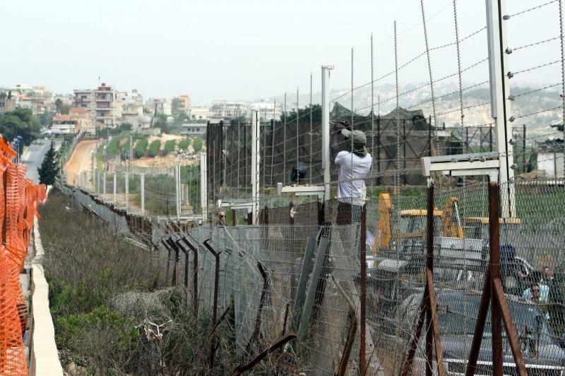 Izraelis pradeda statyti sieną palei Libaną