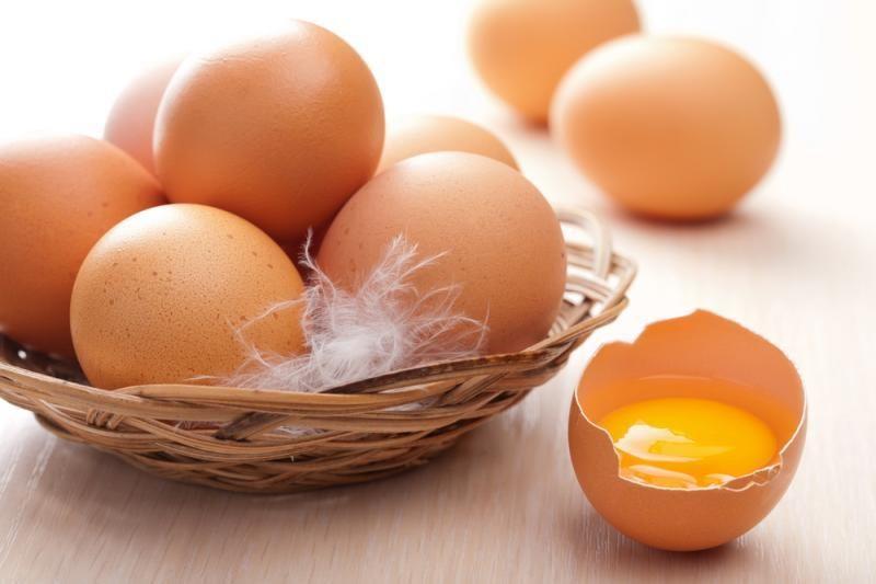 Jaunas vaikinas mirė, nes iš karto suvalgė 28 žalius kiaušinius