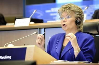 ES komisarė atsiims ieškinį prieš Prancūziją dėl romų iškeldinimo