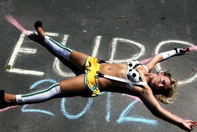 M.Platini Ukrainoje pasitiko FEMEN aktyvistės