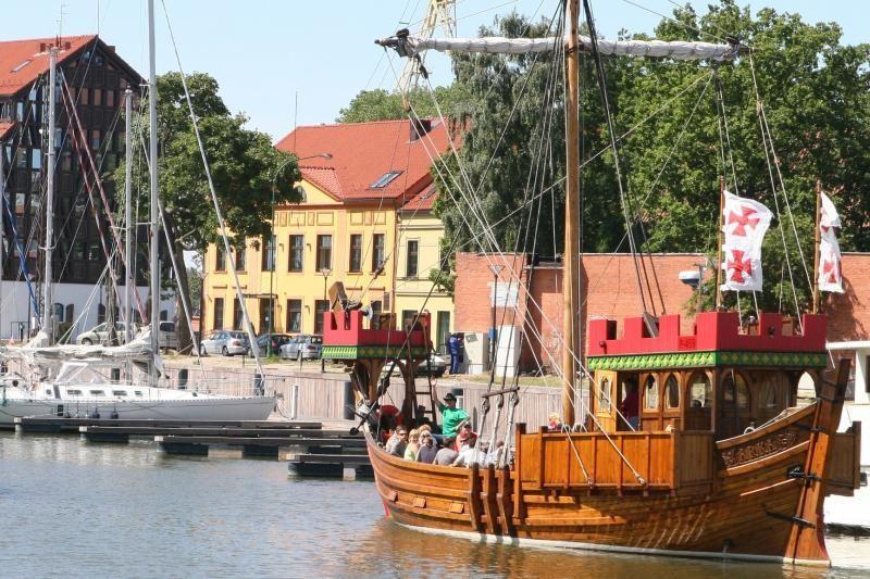 Startavo žygis istoriniais laivais