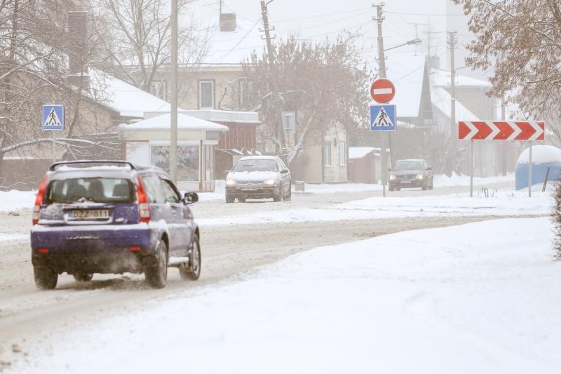10 patarimų, kaip elgtis atšiauriomis žiemos sąlygomis kelyje