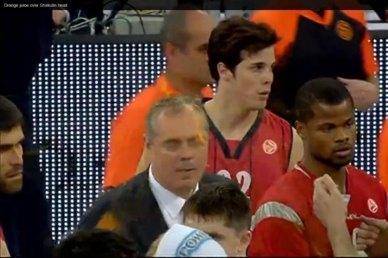 Baskų sirgalius CSKA treneriui į galvą sviedė apelsiną