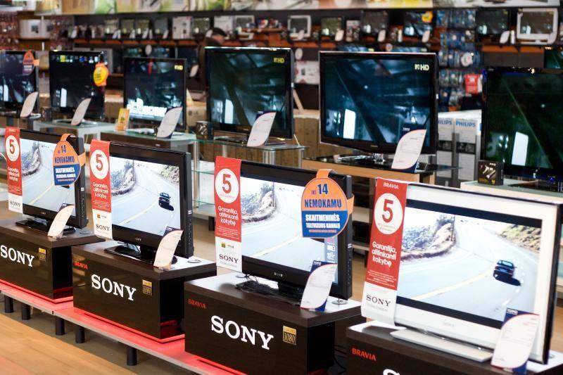 Vienintelė šalyje televizorių gamykla lipa iš skolų duobės