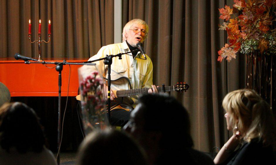Miestiečiai kviečiami klausyti bardų dainų