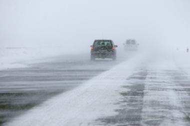 Sudėtingos eismo sąlygos magistralėje Kaunas-Vilnius