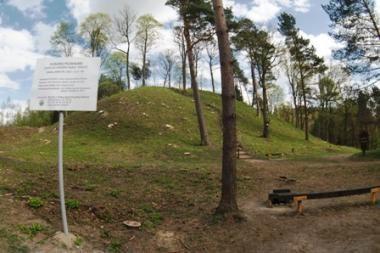 Iškirsti Pūčkorių piliakalnio medžiai – gerų darbų pradžia