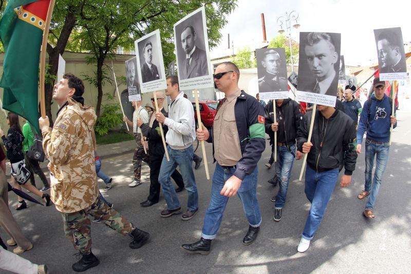 """Vilniaus policija """"pakuoja"""" skinus"""