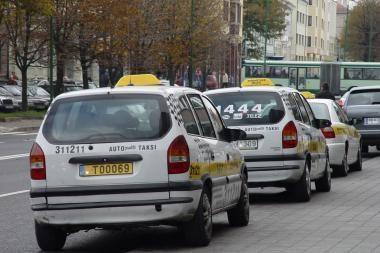Paauglys sudaužė vogtą taksi mašiną